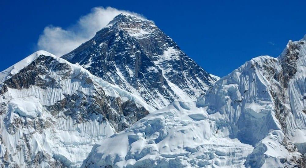 लयमा आउँदै पर्वतारोहण : सगरमाथा चढ्न तीन सयको 'बुकिङ'